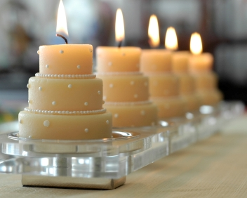 diy simple bridal shower centerpiece mini wedding cake candles