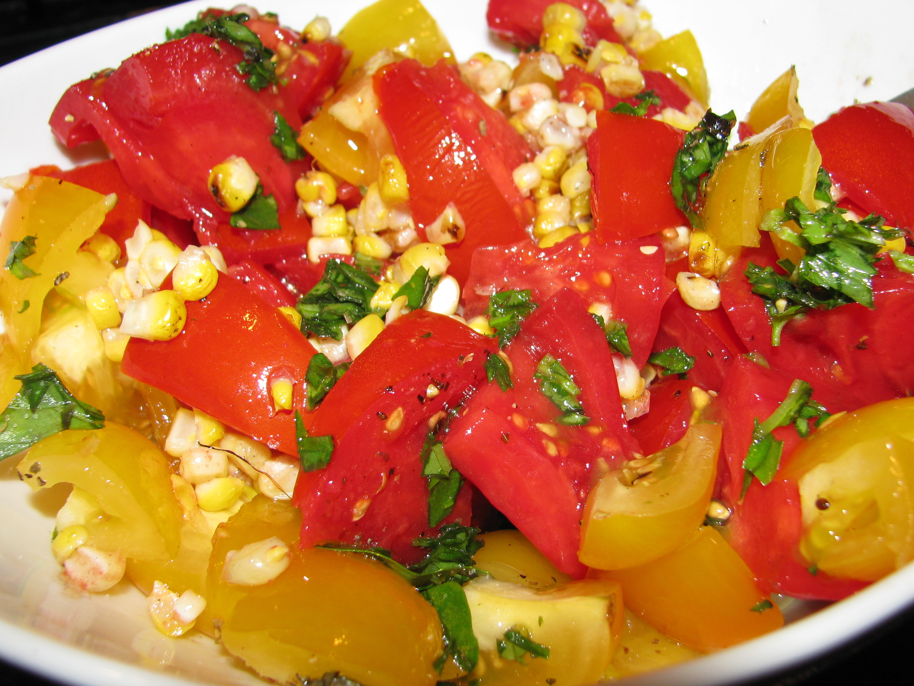 Recipe :: Grilled Corn, Tomato & Basil Salad - Stylish Spoon