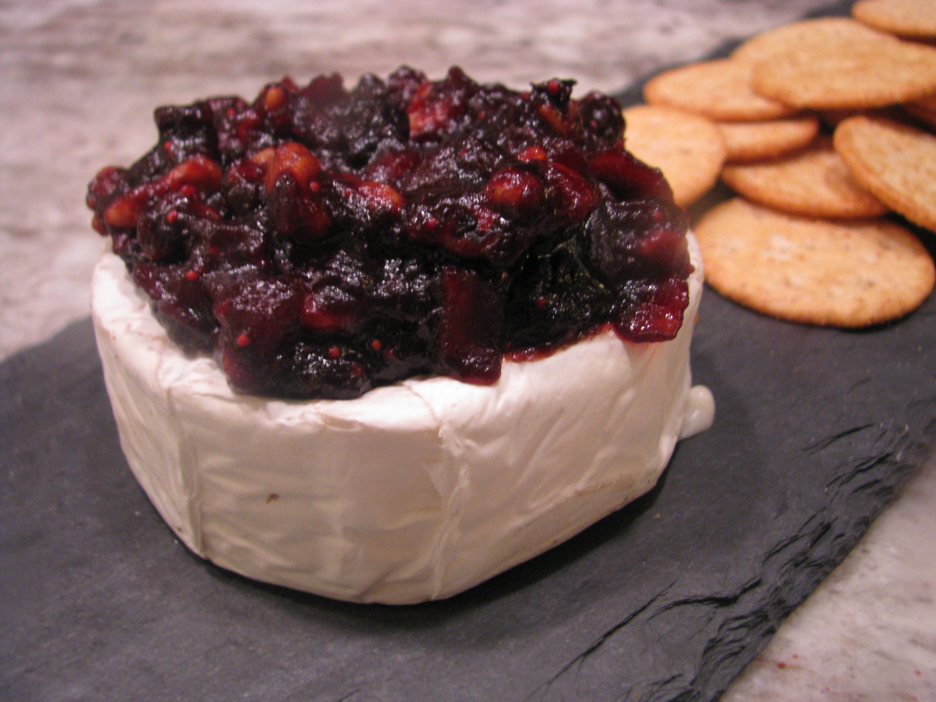 cranberry chutney baked brie appetizer recipe thanksgiving christmas